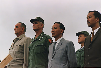 https://phamtayson.files.wordpress.com/2017/05/adcd4-vietnamkriegpersonen1966.jpg